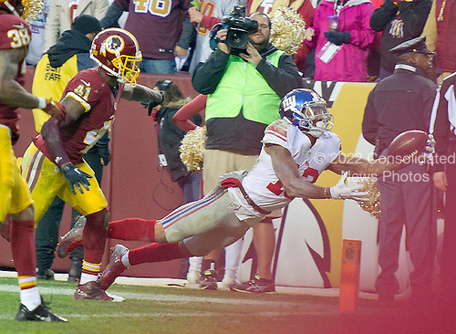 New York Giants wide receiver Odell Beckham (13) makes a one-handed catch for a touchdown in the fourth quarter against the Washington Redskins at FedEx Field in Landover, Maryland on Sunday, November 29, 2015. Washington Redskins cornerback Will Blackmon (41) pursues on the play.  The Redskins won the game 20-14.<br /> Credit: Ron Sachs / CNP<br /> (RESTRICTION: NO New York or New Jersey Newspapers or newspapers within a 75 mile radius of New York City)