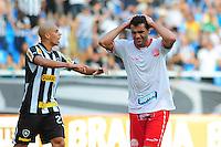 ATENÇÃO EDITOR: FOTO EMBARGADA PARA VEÍCULOS INTERNACIONAIS. - RIO DE JANEIRO, RJ, 09 DE SETEMBRO DE 2012 - CAMPEONATO BRASILEIRO - BOTAFOGO X NAUTICO - Ronaldo Alves, jogador do Nautico, lamenta chance perdida durante partida contra o Botafogo, pela 23a rodada do Campeonato Brasileiro, no Stadium Rio (Engenhao), na cidade do Rio de Janeiro, neste domingo, 09. FOTO BRUNO TURANO BRAZIL PHOTO PRESS