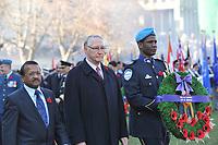 Alan de Souza et le maire Gerald Tremblay , le jour du souvenir<br />  2011<br /> <br /> PHOTO : Agence Quebec Presse