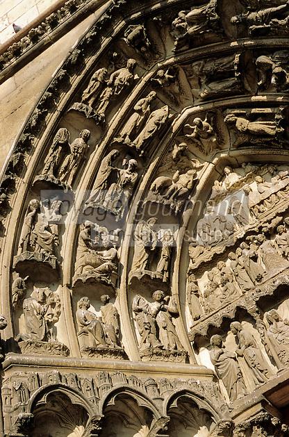 Europe/France/89/Yonne/Auxerre: La cathédrale Saint Etienne - Détail du portail de la façade