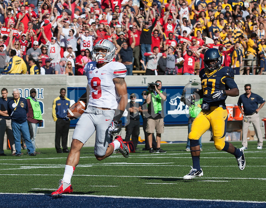 Ohio State Buckeyes wide receiver Devin Smith (9) crosses the goal line after catching a 91-yard touchdown pass from quarterback Kenny Guiton (13) during the first quarter of the NCAA football game at Memorial Stadium in Berkeley, California on Sept. 14, 2013. (Adam Cairns / The Columbus Dispatch)