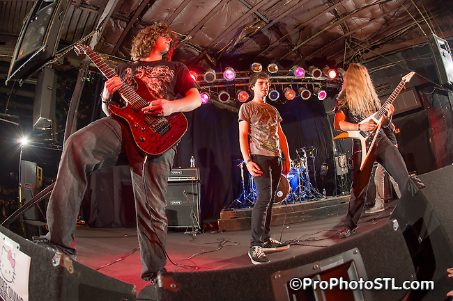 Gormogon in concert at Pop's in Sauget, IL on Apr 2, 2012.