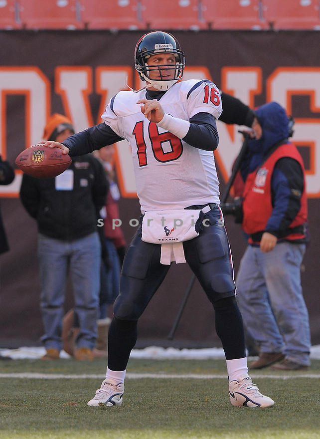 GRAIG NALL, of the Houston Texans in action against the Cleveland Browns during the Texans  game in Cleveland Ohio on November 16, 2008..The Texans win the game 16-6