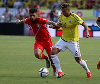 BARRANQUILLA  - COLOMBIA - 8-10-2015: Edwin Cardona  jugador de la seleccion Colombia  disputa el balon con  Ballon Josepmir la seleccion Peru durante primer partido  por por las eliminatorias al mundial de Rusia 2018 jugado en el estadio Metropolitano Roberto Melendez  / : Edwin Cardona  player of Colombia  fights for the ball with Ballon Josepmir of selection of Peru during first qualifying match for the 2018 World Cup Russia played at the Estadio Metropolitano Roberto Melendez. Photo: VizzorImage / Felipe Caicedo / Staff.