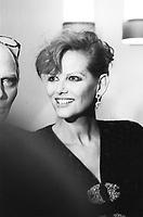 Pasquale Squitieri è stato un regista, sceneggiatore, politico italiano. Film, cultura italiana. Claudia Cardinale, attrice italiana e moglie di Squitieri. Milano, 4 novembre 1986. Photo by Leonardo Cendamo/Gettyimages