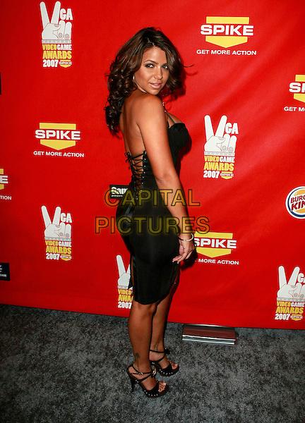 "VIDA GUERRA.Spike TV's 2007 ""Video Game Awards"" held at Mandalay Bay Hotel Casino, Las Vegas, Nevada, USA, .07 December 2007..full length black dress over shoulder.CAP/ADM/JE.©Judy Eddy/AdMedia/Capital Pictures."