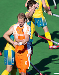 MELBOURNE - Blessure voor Billy Bakker tijdens de hockeywedstrijd tussen de mannen van Nederland en Australie bij de Champions Trophy hockey in Melbourne.  ANP KOEN SUYK