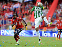 MEDELLÍN -COLOMBIA-8-MAYO-2016.Alexis Henriquez (Der.) de Atlético Nacional  disputa el balón con Juan Caicedo  (Izq.) del Medellin  durante partido por la fecha 17 de Liga Águila I 2016 jugado en el estadio Atanasio Girardot ./ Alexis Henriquez (R) of Atletico Nacional  for the ball with Juan Caicedo (L) of Medelllin during the match for the date 17 of the Aguila League I 2016 played at Atanasio Girardot  stadium in Medellin . Photo: VizzorImage / León Monsalve  / Contribuidor