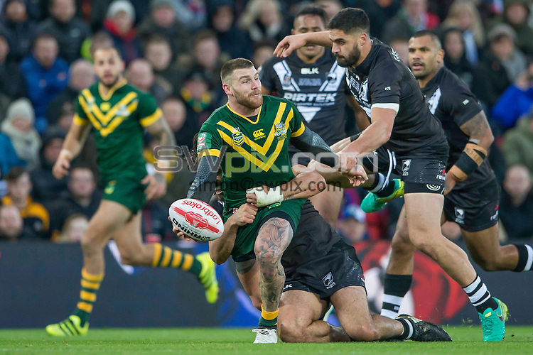 Picture by Allan McKenzie/SWpix.com - 20/11/2016 - Rugby League - 2016 Ladbrokes Four Nations Final - Australia v New Zealand - Anfield, Liverpool, England - Australia'a Josh Duggan offloads as he's tackled by New Zealand's Tohu Harris & Jesse Bromwich.