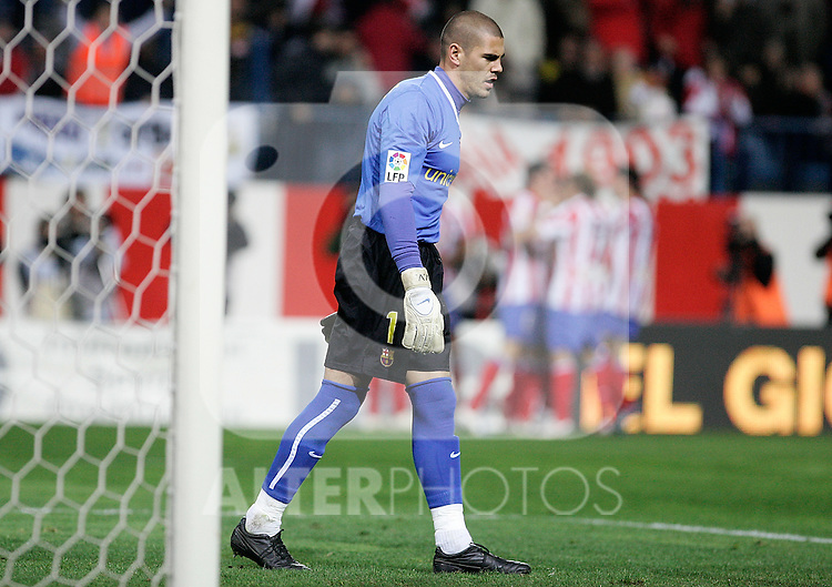 Barcelona's Victor Valdes dejected during La Liga match, March 01, 2009. (ALTERPHOTOS/Alvaro Hernandez).