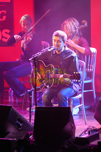 NOEL GALLAGHER - OASIS.performs Wonderwall at the NME Awards.at PoNaNa, Hammersmith.www.capitalpictures.com.sales@capitalpictures.com.© Capital Pictures.
