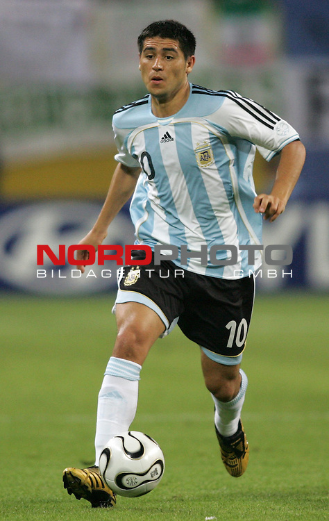 FIFA WM 2006 - Round Of Sixteen / Achtelfinale<br /> Play #50 (24-Jun) - Argentina vs Mexico.<br /> Juan Riquelme from Argentina with ball during the match of the World Cup in Leipzig.<br /> Foto &copy; nordphoto