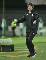 BOGOTÁ-COLOMBIA-20-05-2015. Gustavo Costas técnico del Independiente Santa Fe durante partido de ida entre Independiente Santa Fe de Colombia y Internacional de Porto Alegre, Brasil, por cuartos de final de la Copa Bridgestone Libertadores 2015 jugado en el estadio Nemesio Camacho El Campin de la ciudad de Bogota. / Gustavo Costas coach of Independiente Santa Fe of Colombia during the first leg match between Independiente Santa Fe of Colombia and Internacional of Porto Alegre, Brazil, for the final quarters of the Copa Bridgestone Libertadores 2015 played at Nemesio Camacho El Campin stadium in Bogota city.  Photo: VizzorImage/ Gabriel Aponte /Staff