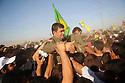 Iraq2009  .In Zakho, PKK guerillas on his way to the border with Turkey is held aloft by the supporting crowd..Irak 2009.A Zakho, des combattants du PKK portes par la foule des sympathisants avant de rentrer en Turquie.