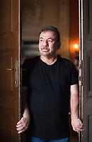 Bachtyar Ali Muhammed was born in the city of Slemani in Iraqi Kurdistan in 1960. He is a Kurdish novelist and intellectual, a literary critic, essayist, and poet. Ali. Bachtyar Ali è il più amato autore curdo e uno dei più importanti del Medio Oriente. Nato nel 1966 a Sulaymaniyah, nel Kurdistan iracheno. Mantova 8 settembre 2018. © Leonardo Cendamo