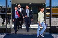 CURITIBA, PR, 17.11.2014 - LAVA-JATO / POLICIA FEDERAL/ CURITIBA -  Movimentação dos advogados dos executivos presos na sétima operação Lava-Jato, na sede da Policia Federal em Curiitba, na manhã desta segunda-feira (17), (Foto: Paulo Lisboa / Brazil Photo Press)