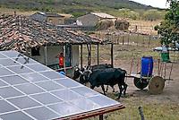 Placas de energia foto voltaica, Instituto Eco-Engenho, São José da Tapera. Alagoas. 2007. Foto de Ricardo Azoury.