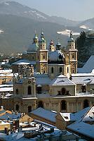 Blick vom Mönchsberg, Dom und Kollegienkirche  in  Salzburg, Österreich