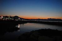 Napoli, il Vesuvio da via Caracciolo, all'alba.