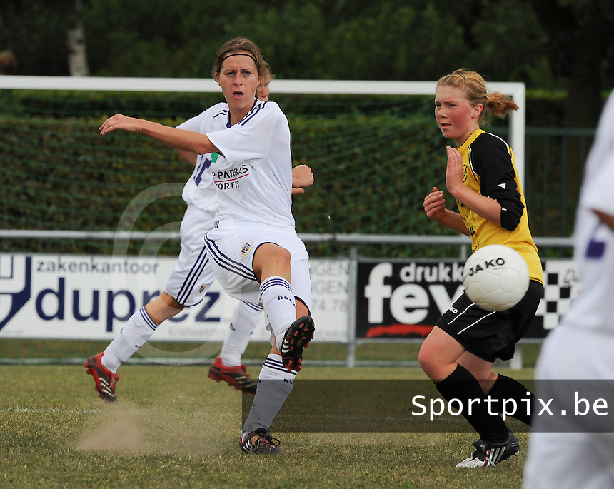 DVK Egem - RSC Anderlecht : Cynthia Browaeys voor Tiffany Declercq.foto DAVID CATRY / Vrouwenteam.be