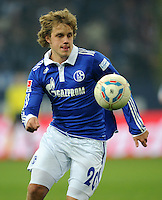 FUSSBALL   1. BUNDESLIGA   SAISON 2011/2012   20. SPIELTAG FC Schalke 04 - FSV Mainz 05                                  04.02.2012 Teemu Pukki (FC Schalke 04) Einzelaktion am Ball