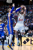 Real Madrid's Rudy Fernández and Khimki Moscow's Paul Davis during Euroleague match at Barclaycard Center in Madrid. April 07, 2016. (ALTERPHOTOS/Borja B.Hojas) /NortePhoto