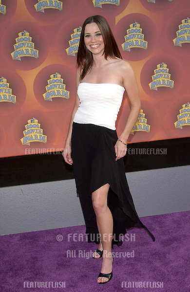 Actress LINDA CARDELLINI at the MTV Movie Awards in Los Angeles..01JUN2002. © Paul Smith / Featureflash