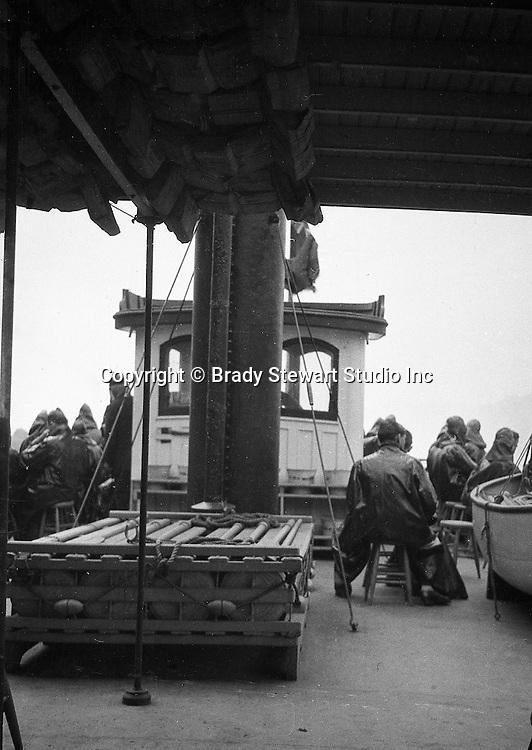 Niagara Falls, New York:  Passengers on the Maid of the Mist in rain gear - 1914