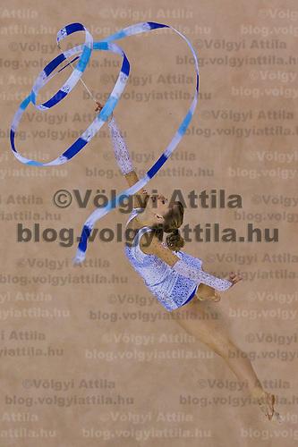 Szalaggyakorlat.Szalaggyakorlat a debreceni F?nix csarnokban megrendezett Ritmikus Gimnasztika Világkupa versenyen. 2010. március 7. Debrecen