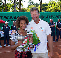 Netherlands, Rotterdam August 08, 2015, Tennis,  National Junior Championships, NJK, TV Victoria, Price giving, winner girls 16 years  Noa Liauw-A-Fong with Jan Siemerink<br /> Photo: Tennisimages/Henk Koster