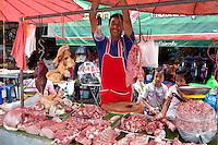 Thailand, Northern Thailand, Chiang Rai: Street market butcher | Thailand, Nordthailand, Chiang Rai: Fleischverkaeufer mit Verkaufsstand