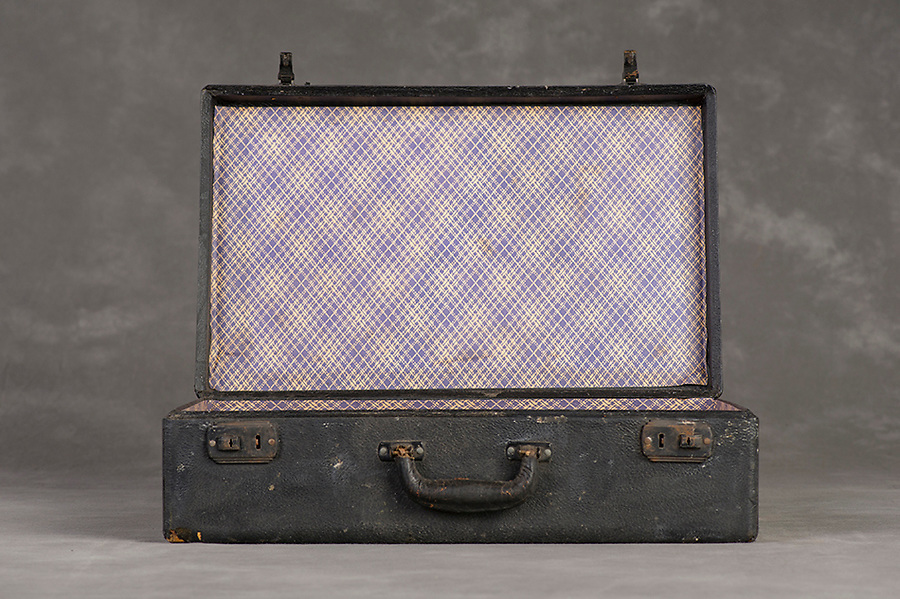Willard Suitcases / William T / ©2014 Jon Crispin