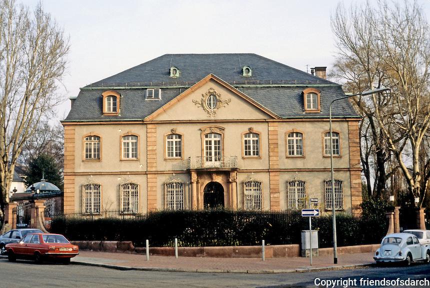 Frankfurt: Large house on AM Leonhardsbrunn. Photo '87.