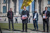 """Die Vereinigung der Verfolgten des Naziregimes - Bund der Antifaschistinnen und Antifaschisten (VVN/BdA) uebergab am Donnerstag den 7. Mai 2020 vor dem Deutschen Bundestag eine Petition """"8. Mai zum Feiertag machen"""" mit ueber 100.000 Unterschriften an Bundestagsabgeordnete.<br /> Die Organisation Ueberlebender des Nationalsozialismus moechte mit der Petition erreichen, dass der Tag der Befreiung ab 2021 in ganz Deutschland zum Feiertag erklaert wird und nicht nur einmalig 2020 im Bundesland Berlin.<br /> Im Bild vlnr.: Florian Gutsche, Bundessprecher der VVN/BdA; Hans Coppi jr., Sohn der Widerstandkaempfer Hans und Hilde Coppi; der SPD-Bundestagsabgeordnete und Vizepraesident des Deutschen Bundestag, Thomas Oppermann.<br /> Die Eltern von Hans Coppi jr. waren Mitglied in der Widerstandorganisation """"Rote Kapelle"""" und wurden im Nationalsozialismus hingerichtet.<br /> 7.5.2020, Berlin<br /> Copyright: Christian-Ditsch.de<br /> [NUR FUER REDAKTIONELLE ZWECKE! Werbung nur auf Anfrage beim Fotografen. Inhaltsveraendernde Manipulation des Fotos nur nach ausdruecklicher Genehmigung des Fotografen. Vereinbarungen ueber Abtretung von Persoenlichkeitsrechten/Model Release der abgebildeten Person/Personen liegen nicht vor. NO MODEL RELEASE! Don't publish without copyright Christian-Ditsch.de, Veroeffentlichung nur mit Fotografennennung, sowie gegen Honorar, MwSt. und Beleg. Konto: I N G - D i B a, IBAN DE58500105175400192269, BIC INGDDEFFXXX, Kontakt: post@christian-ditsch.de<br /> Bei der Bearbeitung der Dateiinformationen darf die Urheberkennzeichnung in den EXIF- und  IPTC-Daten nicht entfernt werden, diese sind in digitalen Medien nach §95c UrhG rechtlich geschuetzt. Der Urhebervermerk wird gemaess §13 UrhG verlangt.]"""