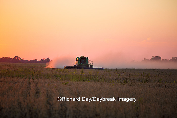 63801-06601 John Deere combine harvesting soybeans at sunset, Marion Co., IL