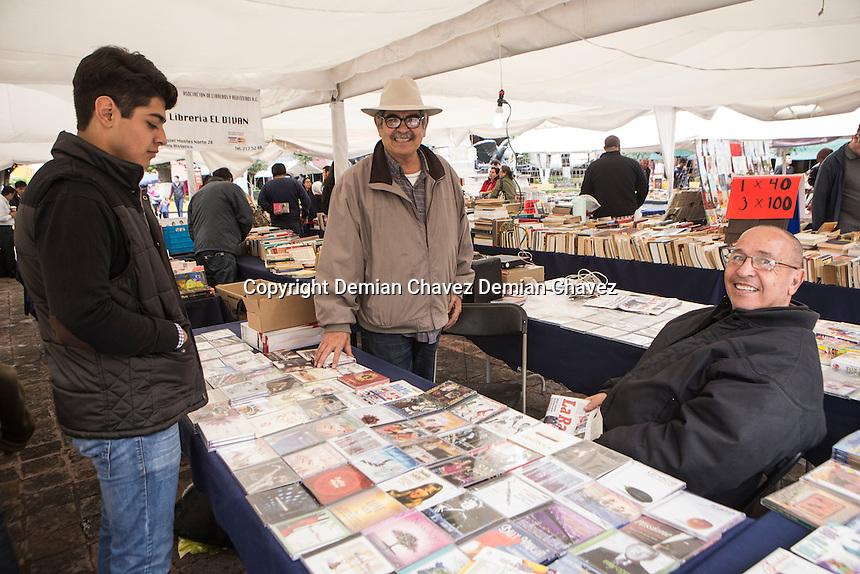 Querétaro, Qro. 11 de Noviembre de 2016.- Libreros llegan al centro histórico para ofertar y celebrar el Día Internacional del Libro a celebrarse este 12 de Noviembre.