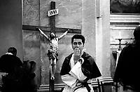 Roma  Luglio 1999.Venerabile Arciconfraternita Di Maria Ss. Del Carmine In Trastevere a Roma fondata nell' anno 1538.. Prima della processione.<br /> http://www.arciconfraternitadelcarmine.it/