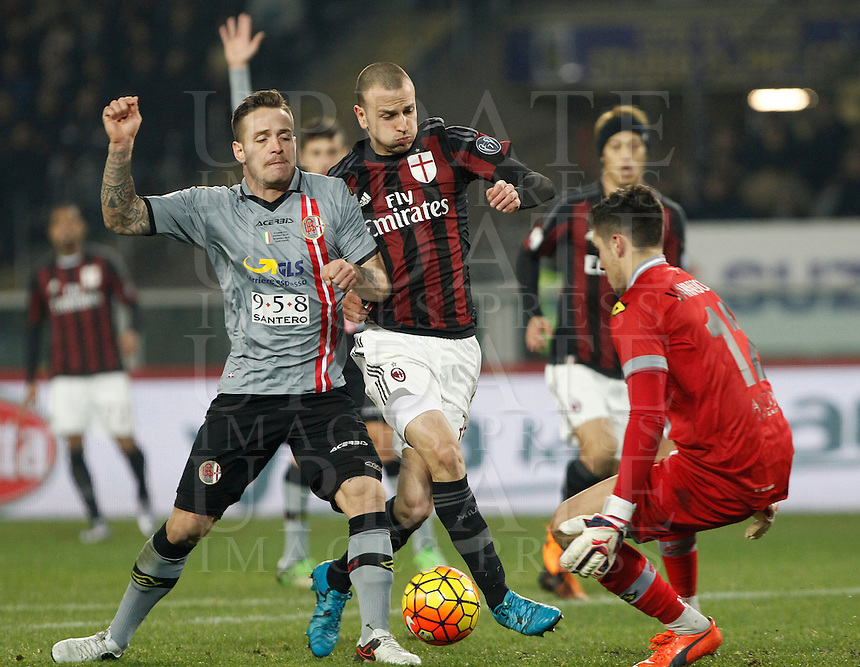 Calcio, quarti di finale di Coppa Italia: Alessandria vs Milan. Torino, stadio Olimpico, 26 gennaio 2016.<br /> AC Milan's Luca Antonelli, center, is challenged by Alessandria's Alex Sirri, left, and goalkeeper Gianmarco Vannucchi, during the Italian Cup semifinal first leg football match between Alessandria and AC Milan at Turin's Olympic stadium, 26 January 2016.<br /> UPDATE IMAGES PRESS/Isabella Bonotto