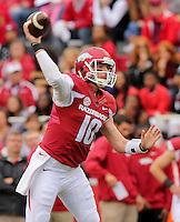 10/31/15<br /> Arkansas Democrat-Gazette/STEPHEN B. THORNTON<br /> Arkansas' QB Brandon Allen throws in the first quarter during their game Saturday in Fayetteville.