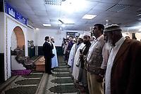 Roma, 2 Ottobre 2014<br /> Funerale islamico nella Moschea di Torpignattara di Muhammad Shahzad Khan, il giovane pakistano ucciso nel quartiere da un 17enne italiano che ha confessato l'omicidio.<br /> Gianaza, il rito islamico del funerale.<br /> Preghiera con intervento del cugino di Shahzad.<br /> La salma verrà riportata in Pakistan.<br /> <br /> <br /> Rome, October 2, 2014 <br /> Islamic burial in the Mosque of Torpignattara of Muhammad Shahzad Khan, the young Pakistani killed in the district by a 17 year old Italian who has confessed the murder.<br /> The body will be returned after the funeral in Pakistan.