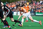 BLOEMENDAAL   - Hockey - Xavi Lleonart Blanco (Bldaal)  . 3e en beslissende  wedstrijd halve finale Play Offs heren. Bloemendaal-Amsterdam (0-3). Amsterdam plaats zich voor de finale.  COPYRIGHT KOEN SUYK