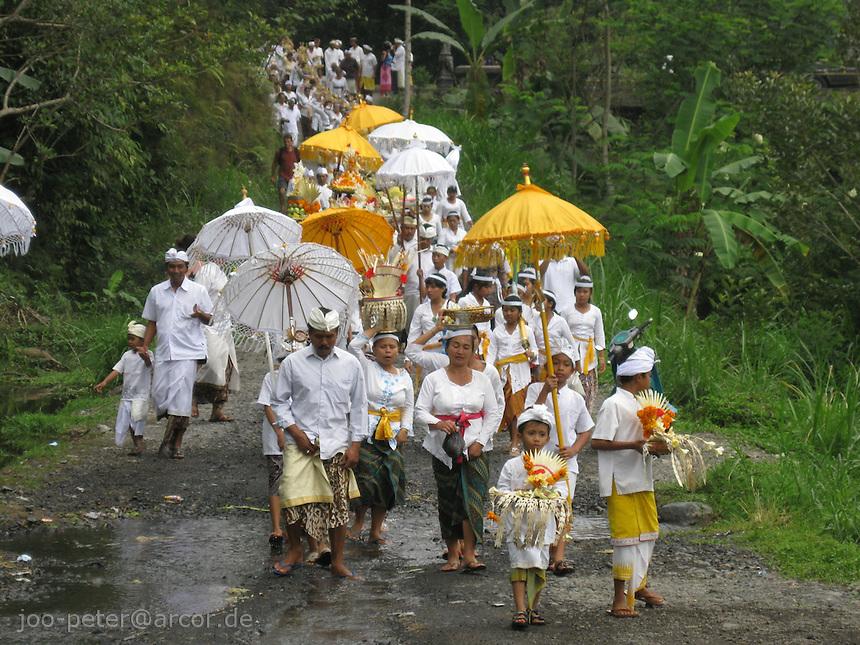 procession to the river aftyer cremation ceremonies, mountain village Muncan, Bali, archipelago Indonesia