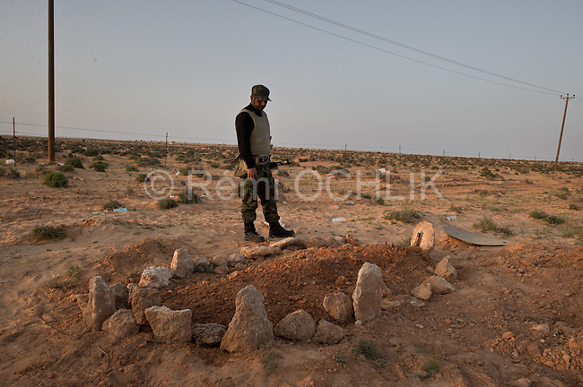 © Remi OCHLIK/IP3 - Bin Jawaad March 27, 2011 - Between the towns of Brega and Ras Lanuf opposition fighters found at least 3 rebel fighters quickly buried in the ground. They give them a traditional muslim burrial with a prayer