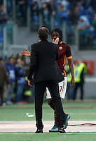 Calcio, Serie A: Roma vs Lazio. Roma, stadio Olimpico, 8 novembre 2015.<br /> Roma's Gervinho, right, greets coach Rudi Garcia as he leaves the pitch during the Italian Serie A football match between Roma and Lazio at Rome's Olympic stadium, 8 November 2015.<br /> UPDATE IMAGES PRESS/Isabella Bonotto