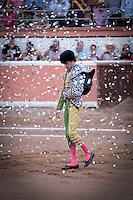 Querétaro, Qro. 03 de mayo de 2014.- En histórica corrida, el matador de toros, José Tomás, reapareció en los ruedos mexicanos tras años de ausencia. Esta ocasión fue en la plaza de toros de Provincia Juriquilla. Alternó con el matador Fernando Ochó a quien le cortó la coleta. De ésta forma confirma su retiro de las corridas.
