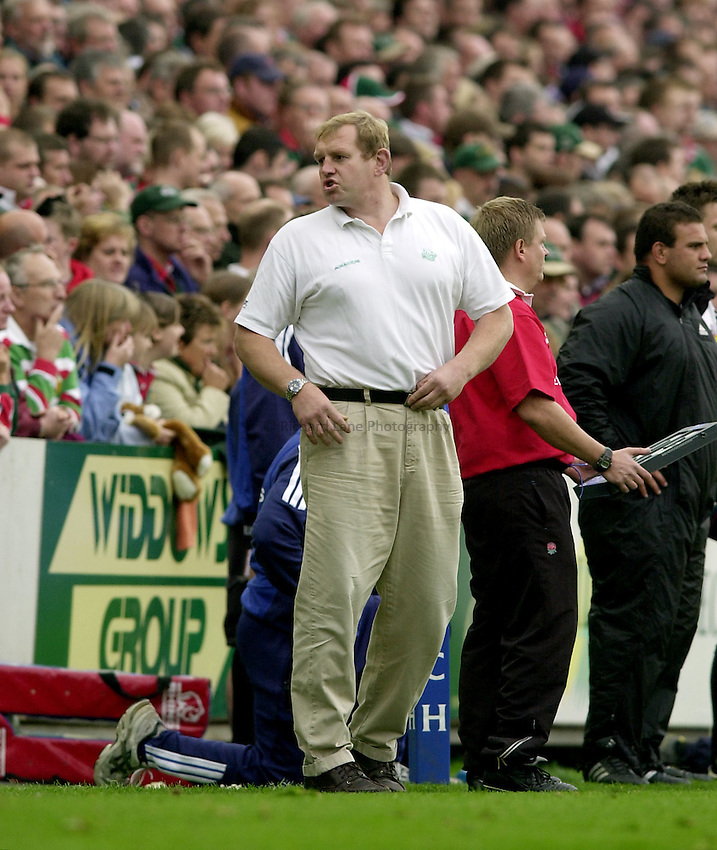 Photo. Richard Lane. .Leicester Tigers v Bath Rugby. Zurich Premiership. 05/10/2002.Leicester Director of Rugby, Dean Richards.