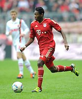 FUSSBALL   1. BUNDESLIGA  SAISON 2011/2012   29. Spieltag FC Bayern Muenchen - FC Augsburg       07.04.2012 David Alaba (FC Bayern Muenchen)  am Ball