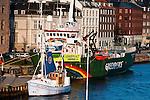 Le bateau de Greenpeace à quai à Copenhague le 12/12/2009 durant le sommet COP15 sur le climat.
