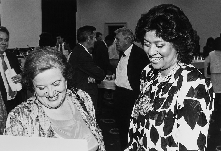 Rep. Mary Rose Oakar, D-Ohio, and Mrs. Louis Stokes on Aug. 14, 1988. (Photo by Andrea Mohin/CQ Roll Call)