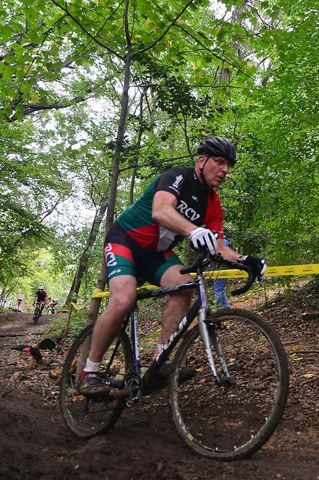 Hyattsville Cyclocross race at Magruder Park in Hyattsville, MD on Sunday, October 4, 2015.  www.alanpsantos.com